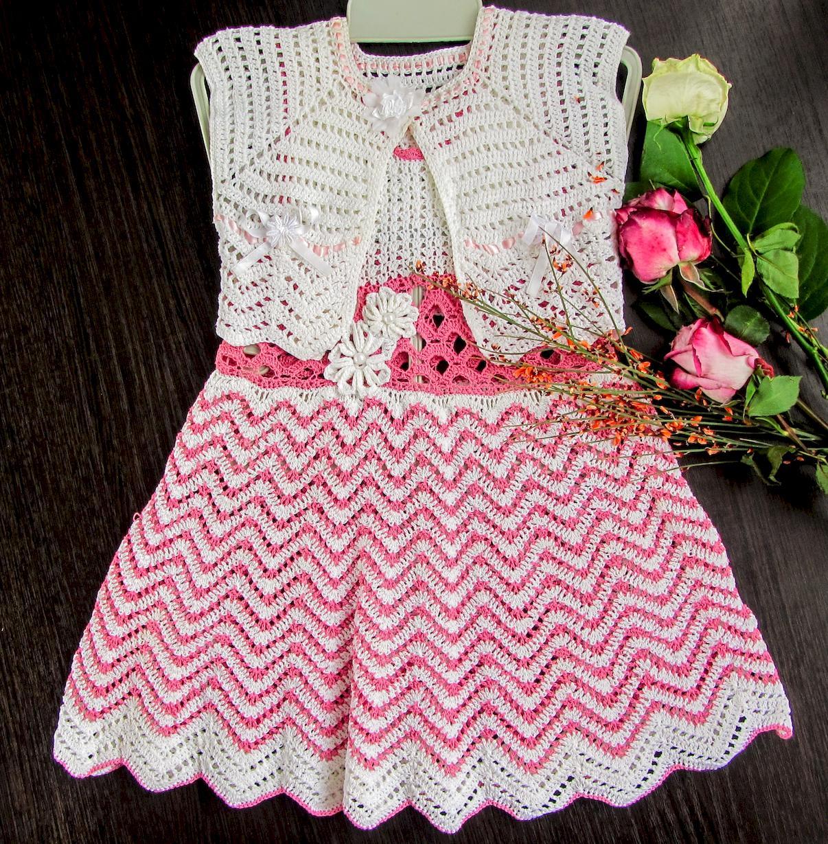 Вязаное болеро на вязаном платье