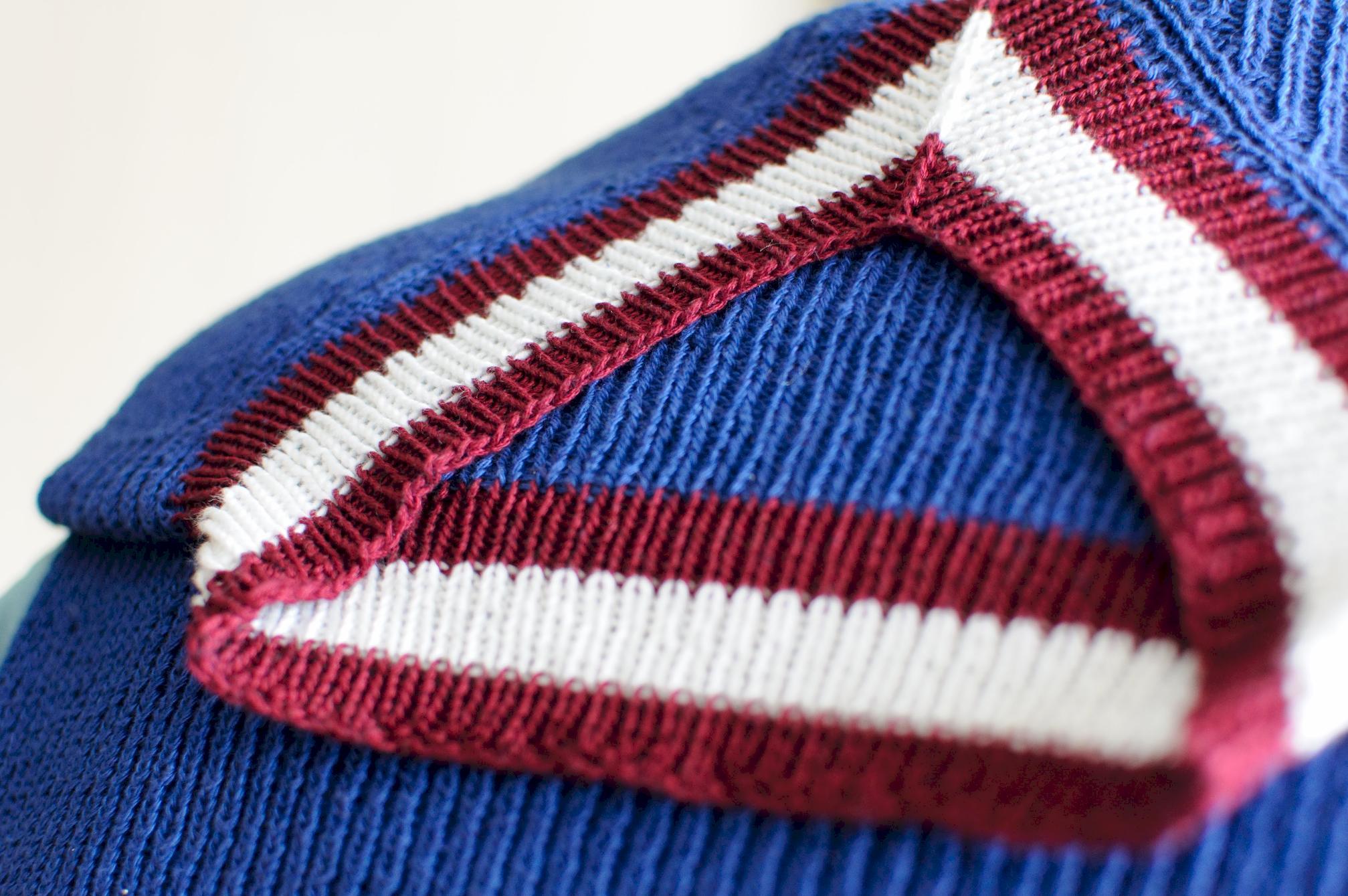 Полувер в отличие от свитера имеет V образный ворот