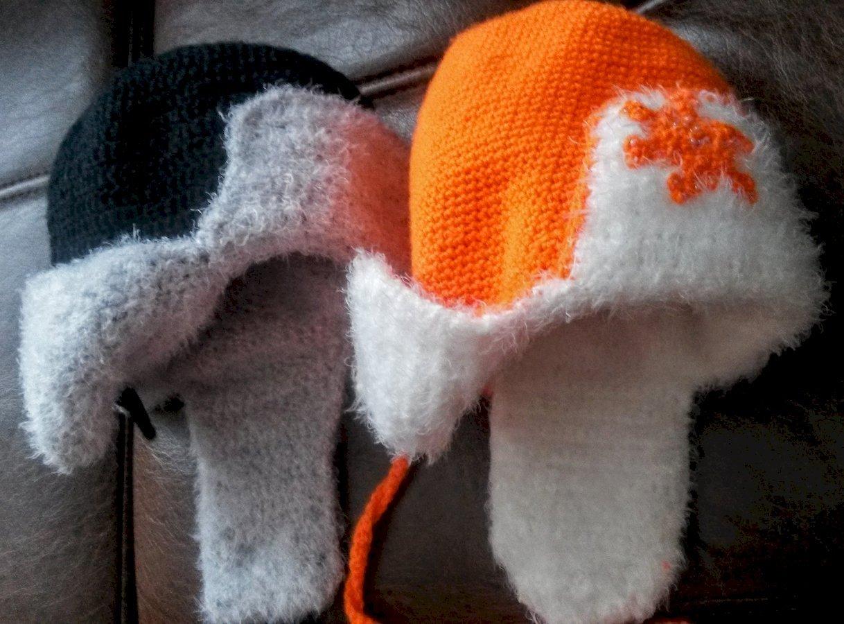 Вязаная шапка - ушанка для детей