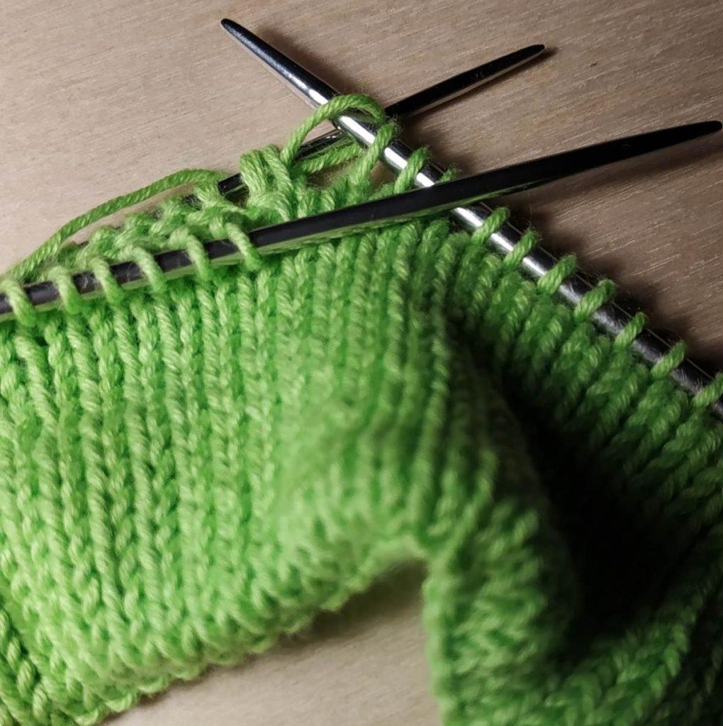 Мастер-класс по вязанию шапочки на весну и лето. Шапочка спицами